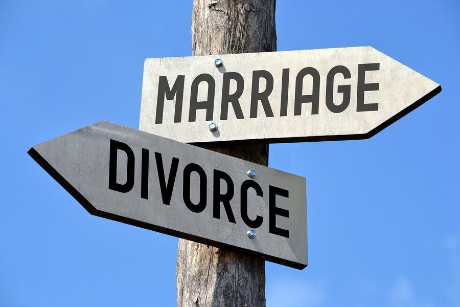 What Happens in the Middle of the Divorce Process?